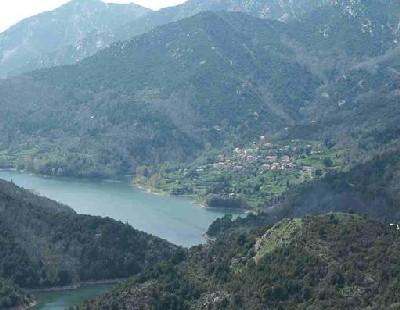 Le lac et le village de Tolla.